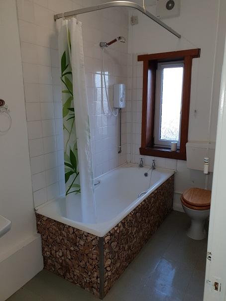 22 Balgarvie Crescent, Cupar Bathroom