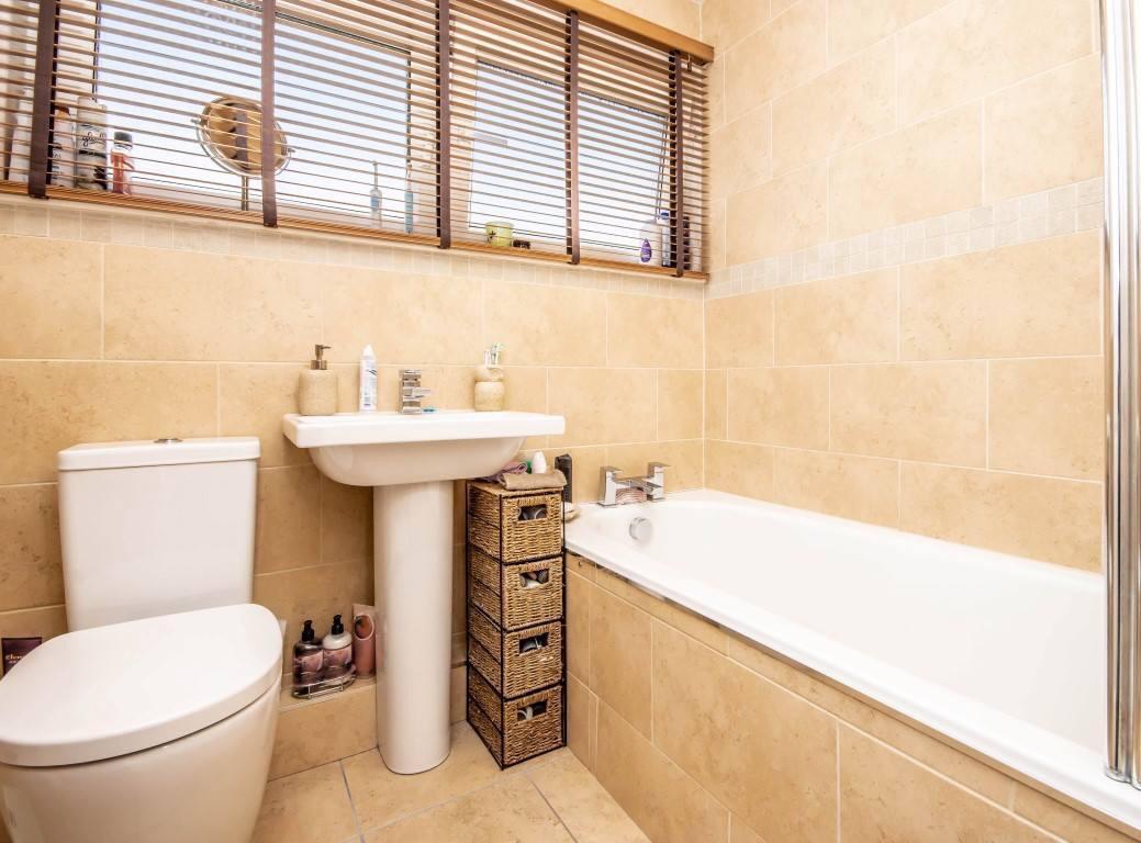 45 Castlandhill Road, Rosyth Bathroom