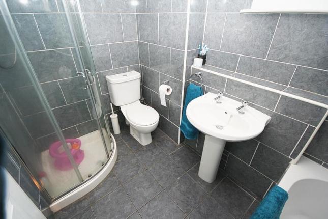 7 Farm Road, Cowdenbeath Bathroom