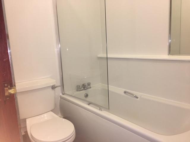 1/1 37 Farmeloan Road, Rutherglen Bathroom