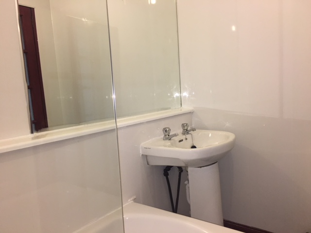 1/1 37 Farmeloan Road, Rutherglen Bathroom