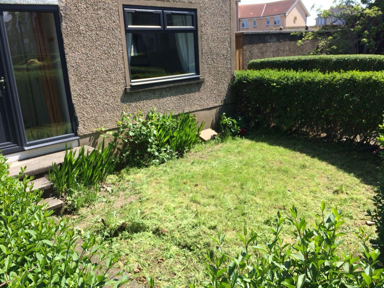 225 Inchkeith Drive, Dunfermline Front Garden