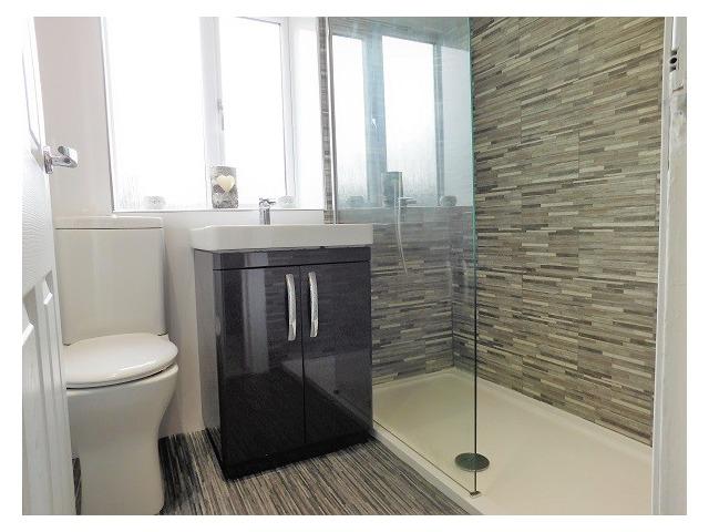 67 Manse Road, Crossgates Bathroom