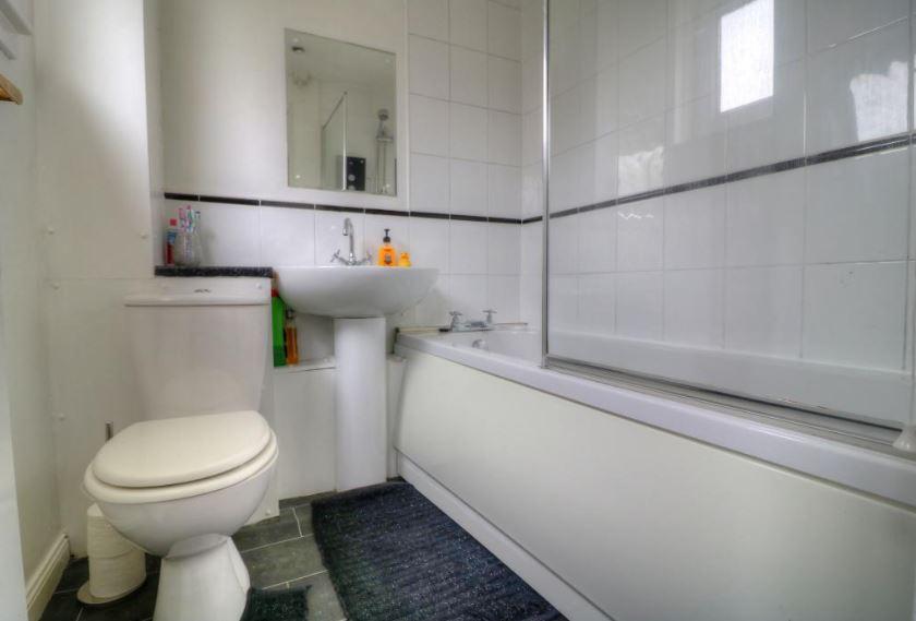 23 Mossywood Place, Cumbernauld Bathroom