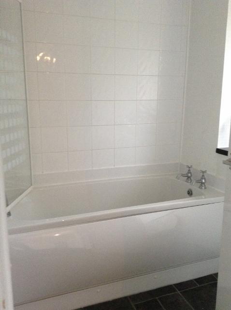 11A Ranald Gardens, Rutherglen Bathroom