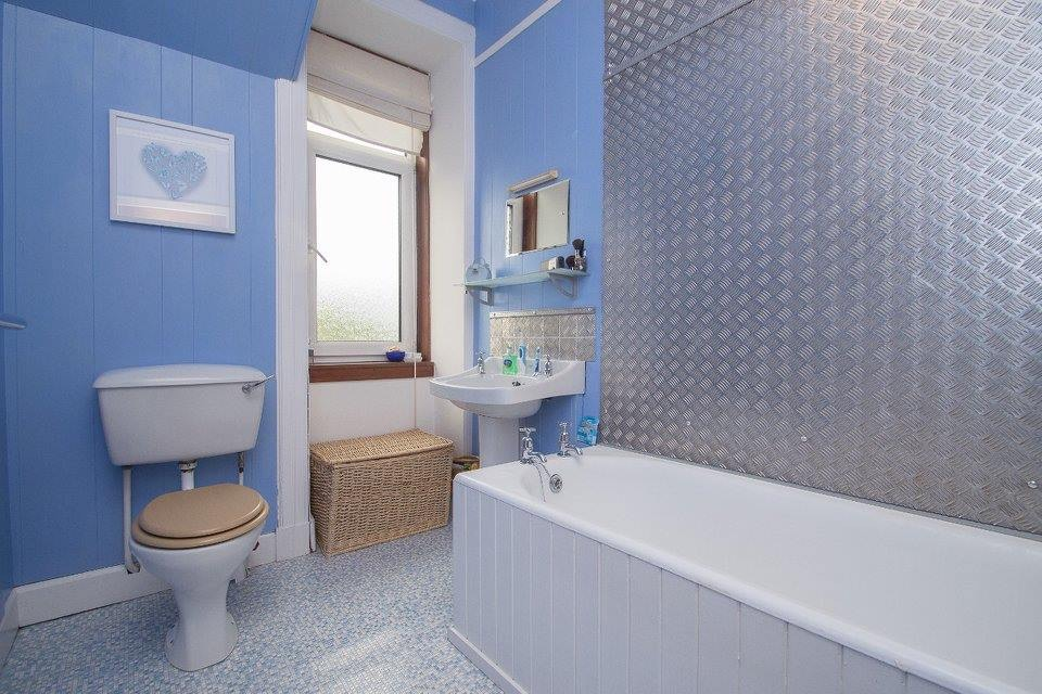 8A Ross Lane, Dunfermline Bathroom