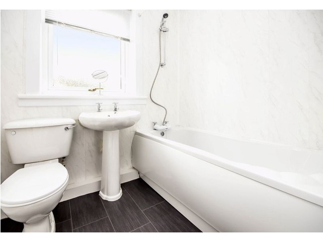 61 Wedderburn Crescent, Dunfermline Bathroom