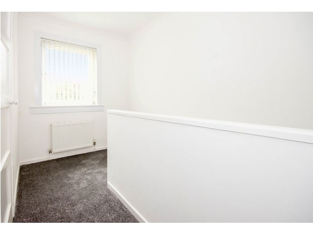 61 Wedderburn Crescent, Dunfermline Upstairs Hall