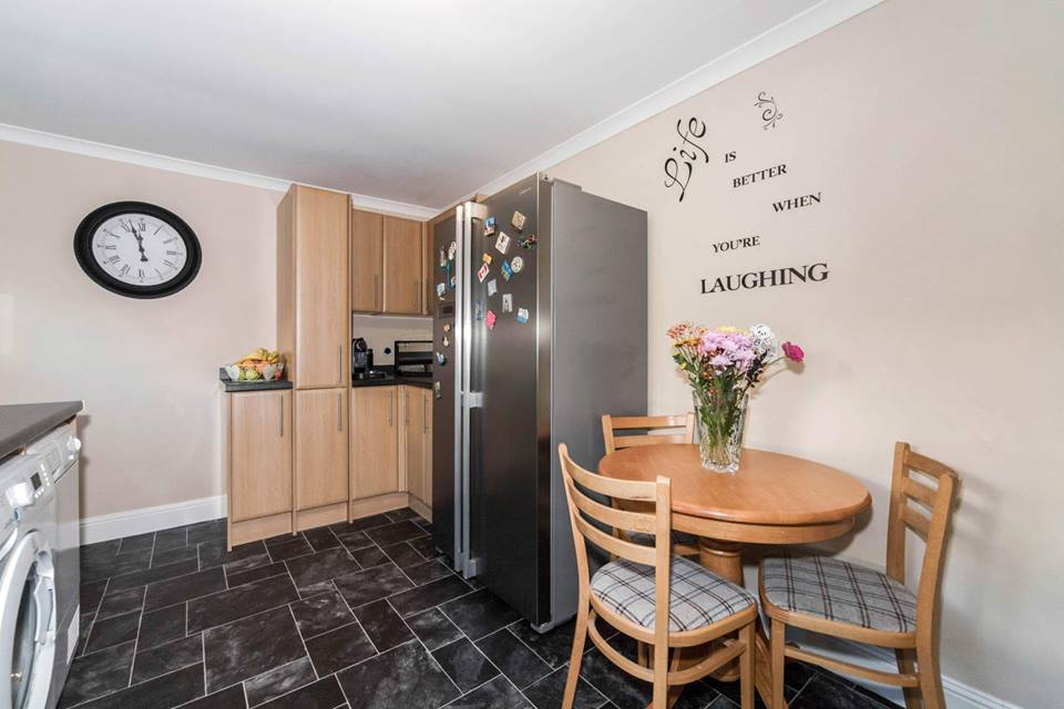 19 Wedderburn Place, Dunfermline Kitchen